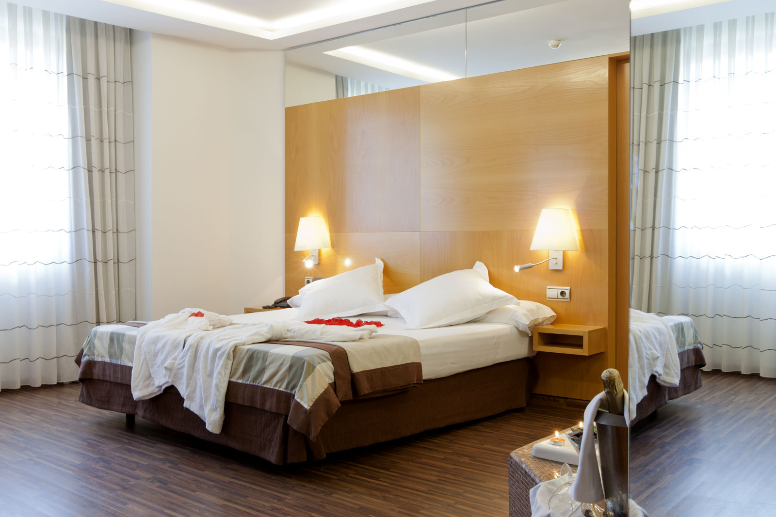 Chambres jacuzzi suite h tel sb icaria barcelona officiel for Chambre avec jacuzzi barcelone
